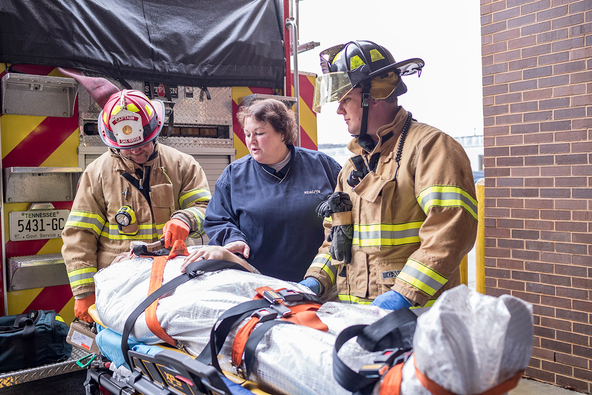 REAC/TS Nurse/Paramedic Angie Bowen instructs emergency personnel during a hands-on course demonstration
