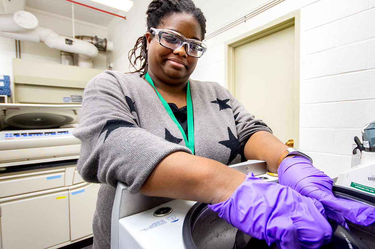 An undergraduate female conducts research during an ORISE internship at Oak Ridge National Laboratory